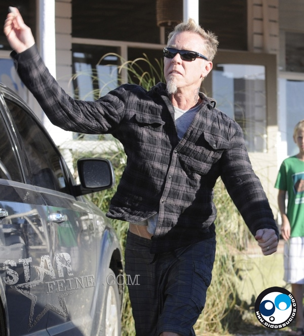 James Hetfield (Metallica) le lanzó piedras a los paparazzis en Uruguay